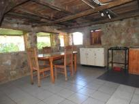 Cottage 1 dining area